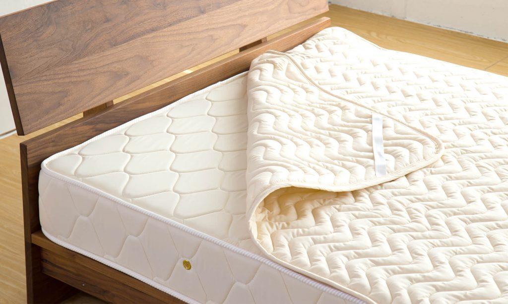 寝ている間に汗をかきやすいという方はベッドパッドや敷パッドの利用がおすすめ