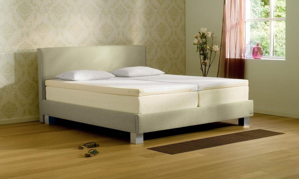 一時的な応急処置ではなく、根本的に寝心地を改善したい場合は、マットレスの上にマットレストッパーを敷くとよいでしょう。