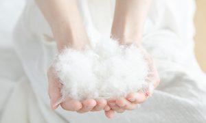 マットレストッパーには羊毛や羽毛、フェザーなどの天然素材を使ったものもあります