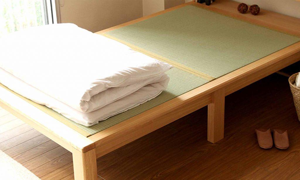 畳ベッドは起床後は布団をたたんで、畳に風を当てて湿気を放出させることが大切。
