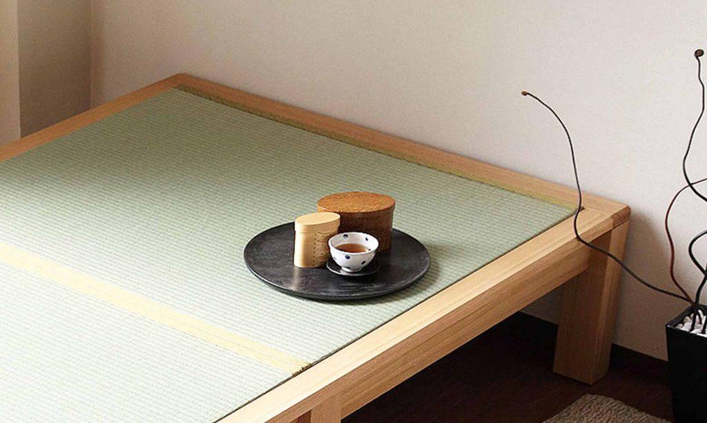 畳ベッドの上で和室のような雰囲気を楽しむのも良い。