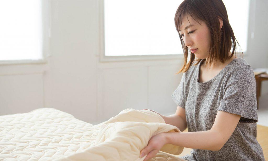 シーツの下にベッドパッドを敷いている場合、2~3ヵ月に1回は洗濯をして清潔に保つ