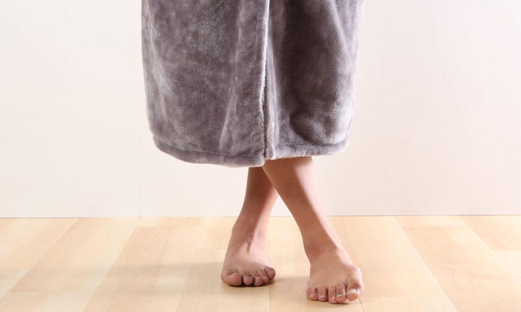 着る毛布には、上半身を覆うショート丈、腰の下あたりまで覆うミディアム丈、足元まで覆うロング丈があります。